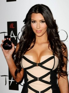 kim_kardashian_launches-glam-perfume-brand