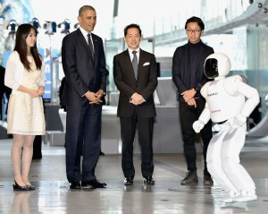 Watch-US-President-Obama-Enjoy-Soccer-With-A-Robot-Named-ASIMO-Swipe-Life-1