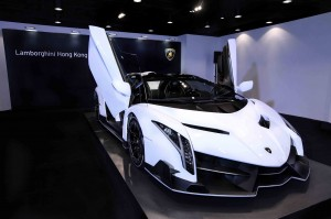 white-veneno-roadster-delivered-to-lamborghini-hong-kong_100497758_h