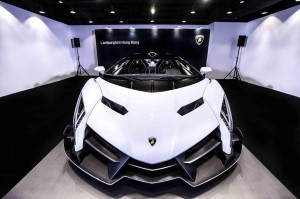 white-veneno-roadster-delivered-to-lamborghini-hong-kong_100497770_h