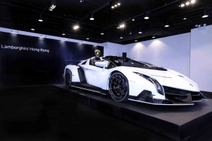 white-veneno-roadster-delivered-to-lamborghini-hong-kong_100497774_h